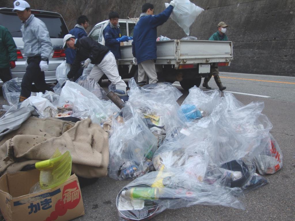 奉仕活動「飛騨川・国道41号線クリーン大作戦」